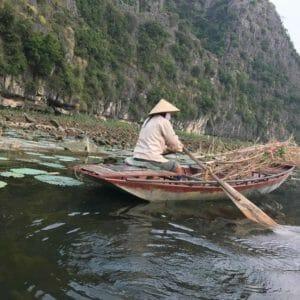 tam-coc-boat-fishing