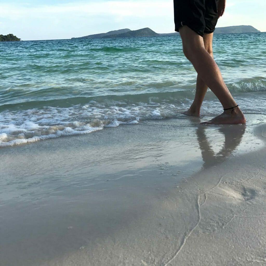 koh-rong-voetjes-in-de-zee