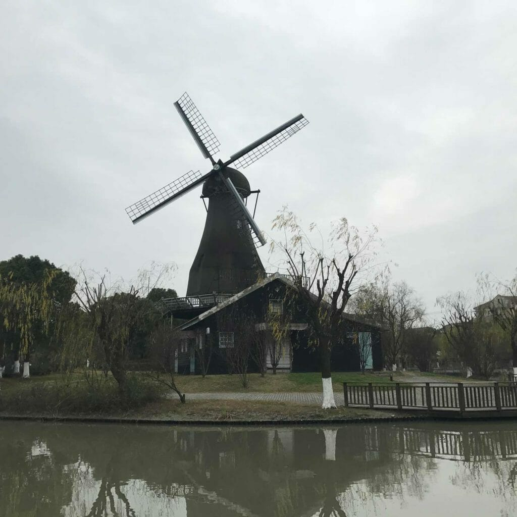 Shanghai-Holland-Village-Molen