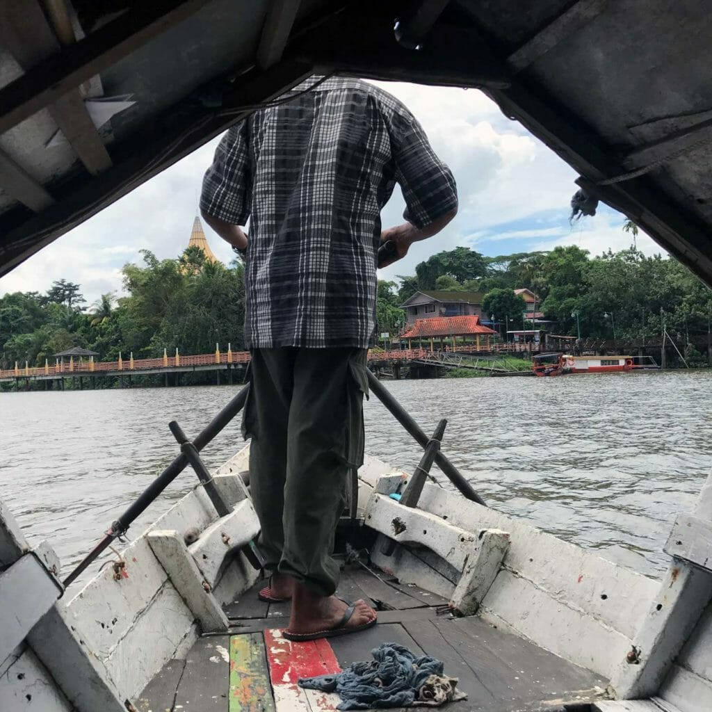 Kuching-Boat-To-The-Kampong-02